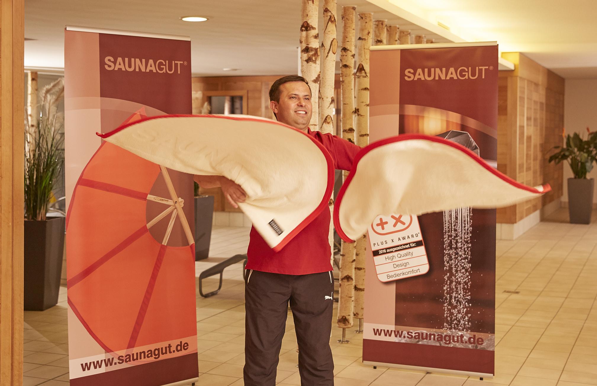 SAUNAGUT® Sauna Wedeltuch Torreoo elfenbein-rot, Showaufguss mit zwei Tüchern,