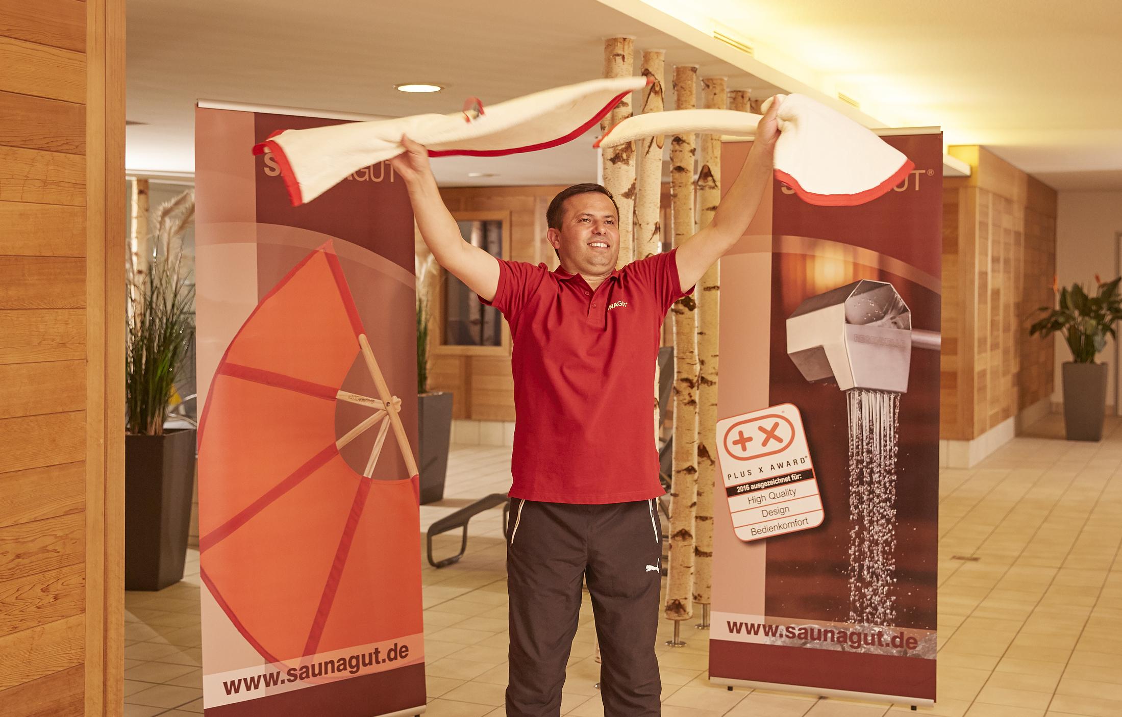 SAUNAGUT® Sauna Wedeltuch Torreoo elfenbein-rot, Showaufguss mit zwei Tüchern